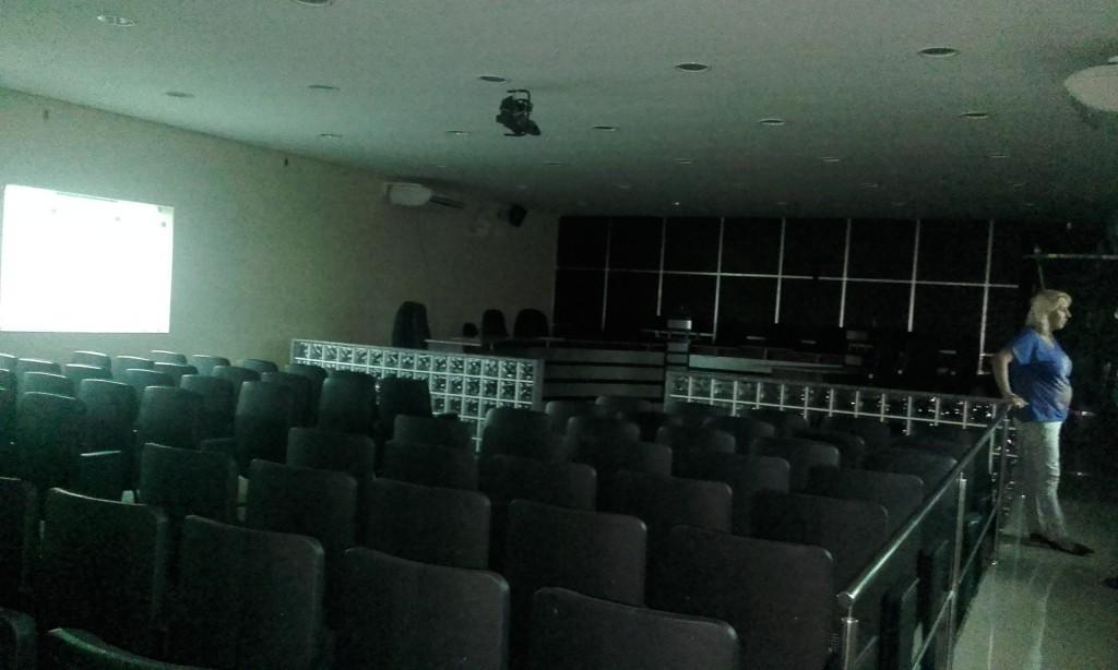 Falta de energia causou adiamento da sessão ordinária (Foto: Carlos Carvalho)
