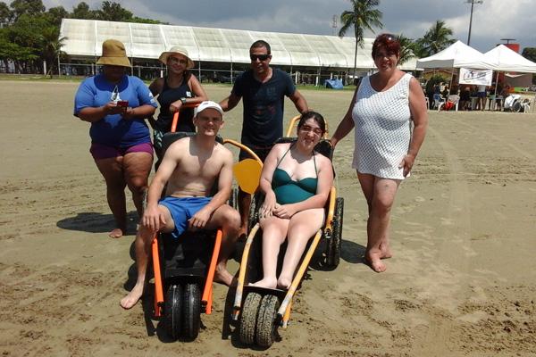 Iniciativa da Prefeitura proporcionou para 40 munícipes com deficiência a excursão de lazer e esportes marítimos (Foto: Divulgação)