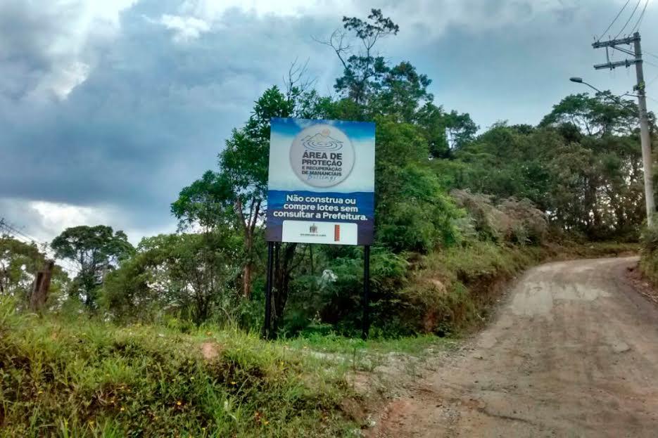 """Placa """"Área de proteção e recuperação de mananciais – Billings"""". Foto: Divulgação/Consórcio ABC"""