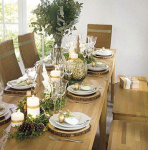 Cores neutras ajudam a harmonizar a decoração na mesa (Foto: Tok&Stock)
