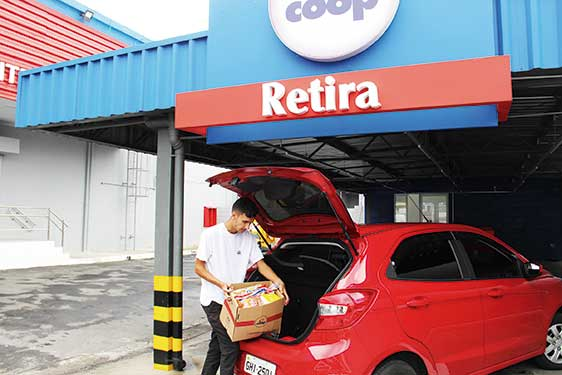 Loja da avenida Industrial criou área exclusiva para o cliente retirar a compra (Foto: Pedro Diogo)