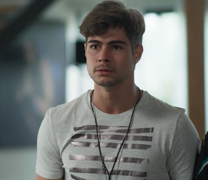 Léo recebe bomba  (Foto: TV Globo)