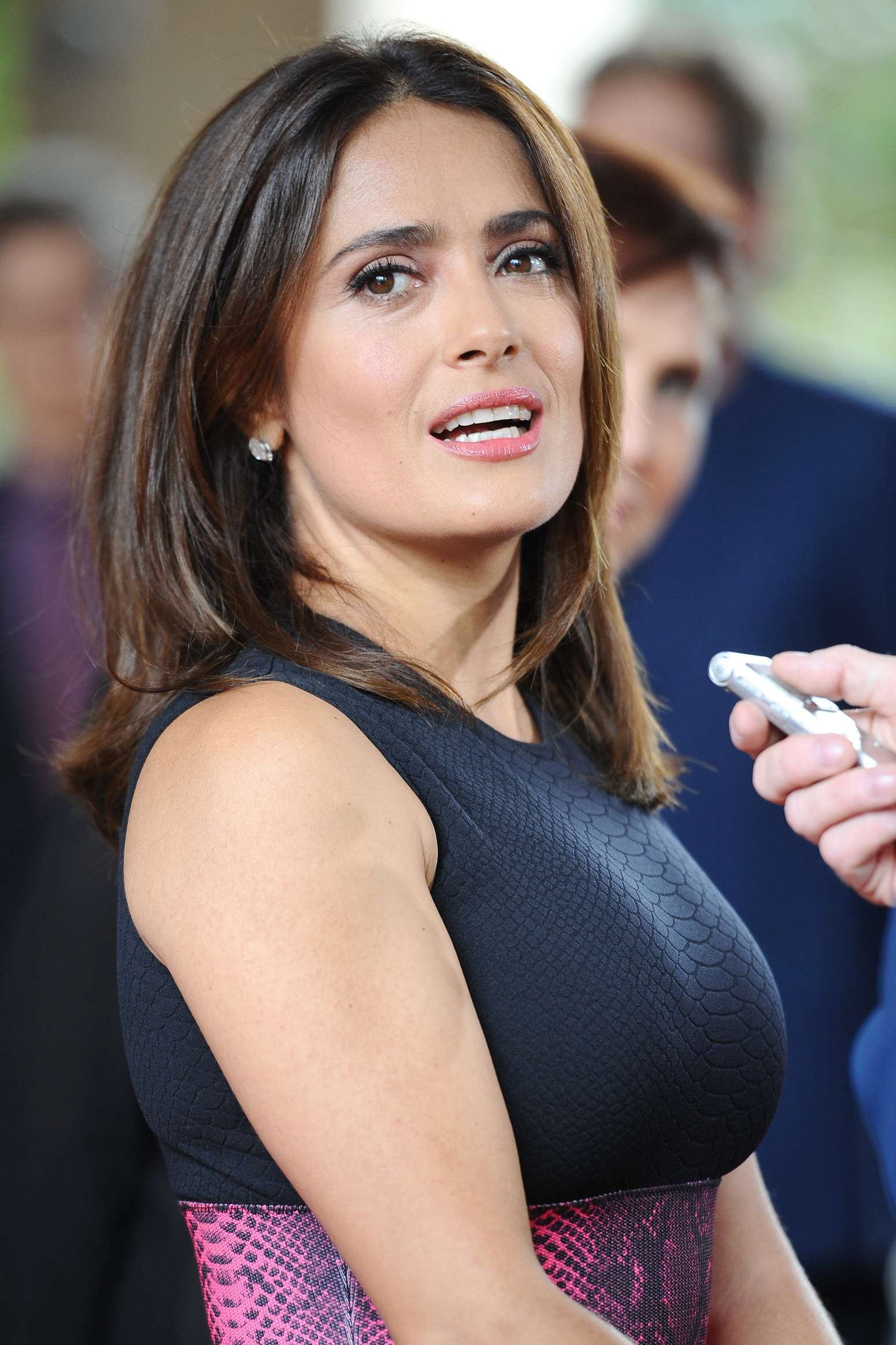 Selma 50 >> Salma Hayek relata massagem inusitada que recebeu em um hotel